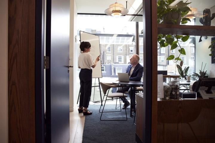 boardroom-brainstorming-business-2977547 (Small)